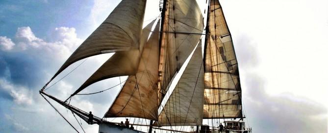 Barco velero histórico STAHLRATTE con motor Volund.